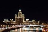 Moscow, Oroszország. A nézet a Sztálin felhőkarcoló Kotelnicheskaya töltésén