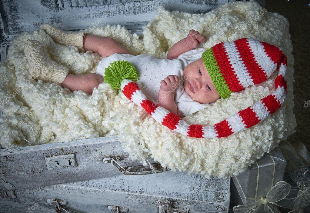 Baby, das neue Jahr, Weihnachtsgeschenke, Weihnachtsbaum — Stockfoto ...