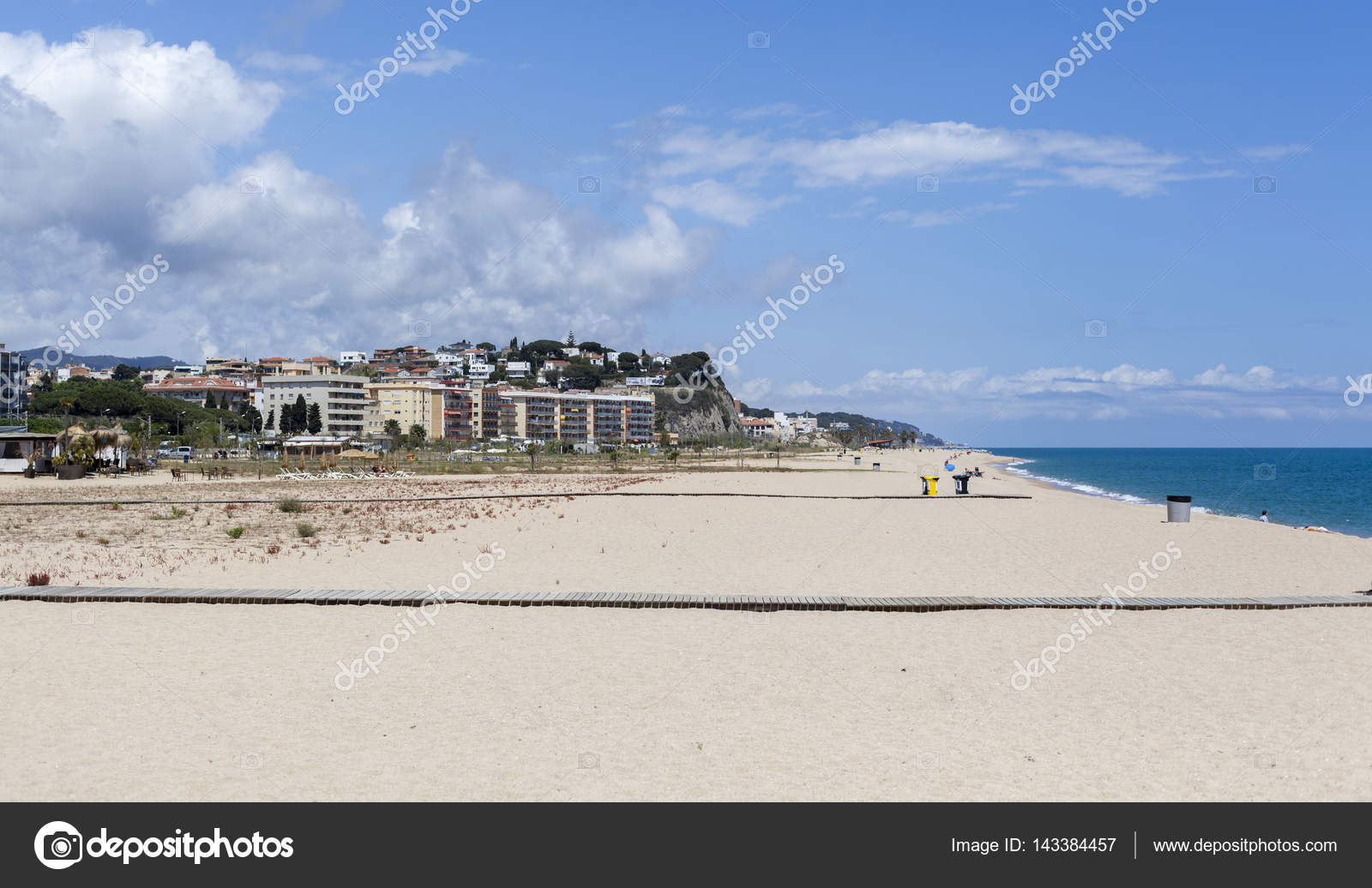 Playa Mediterranea Entre Pueblos Catalanes De Arenys De Mar Y Canet