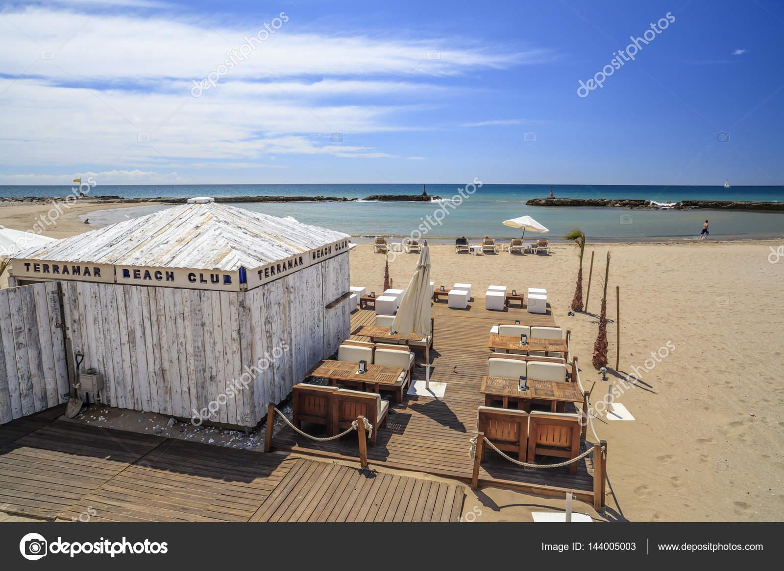 Bar De Playa Y Terraza Mediterránea En La Localidad Catalana