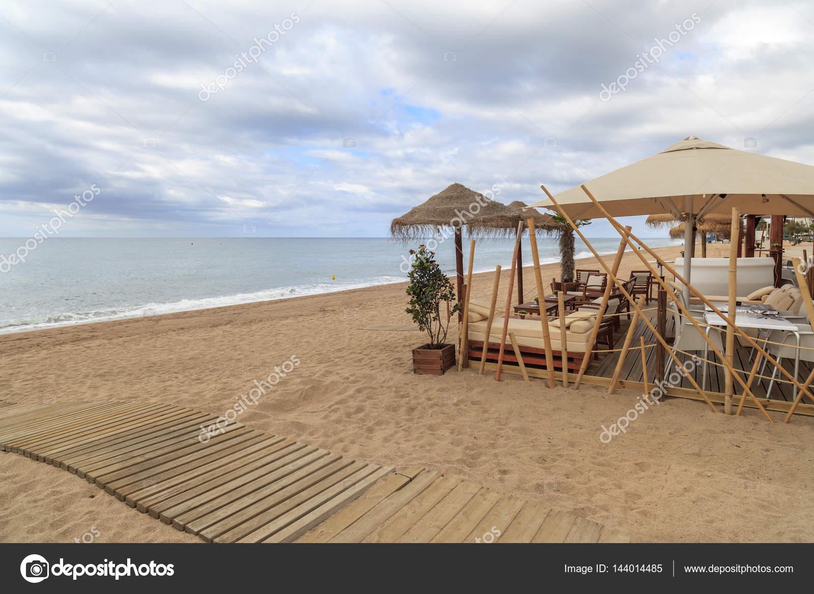 Bar De Playa Y Terraza Mediterránea En Pineda De Mar