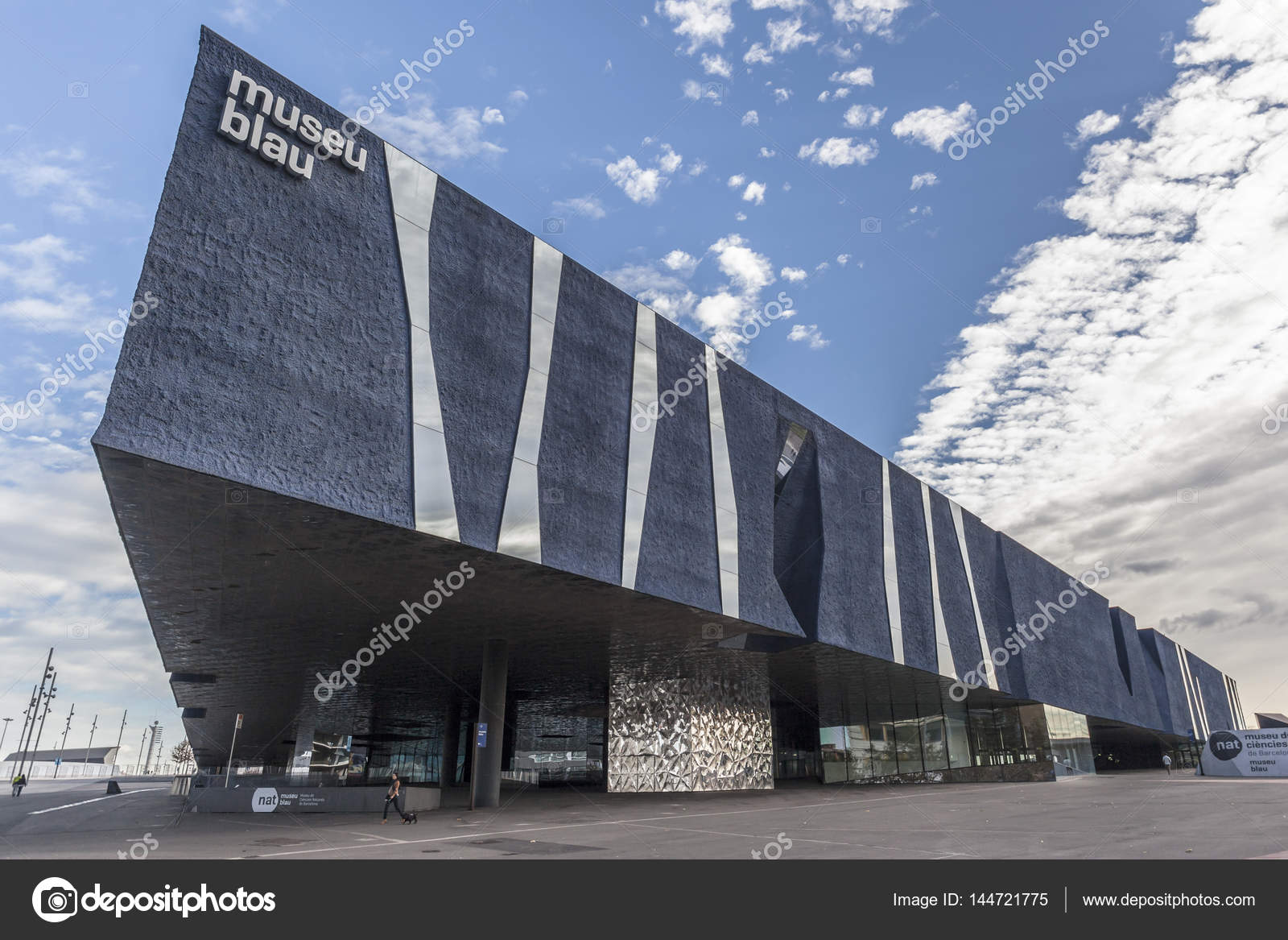 Barcelona, Spanien November 21,2013: Moderne Architektur, Gebäude Museu  Blau Forum, Museum, Entworfen Von Jacques Herzog Und Pierre De Meuron, ...