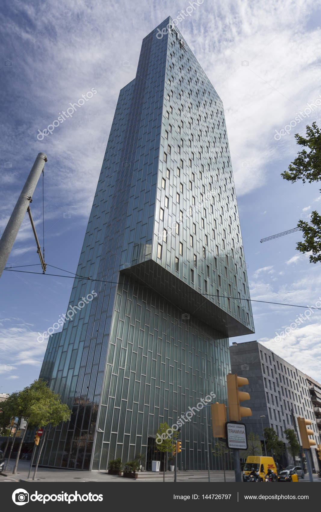 Architecture contemporaine barcelone h tel me par dominique perrault y aia salazar navarro for Architecture contemporaine