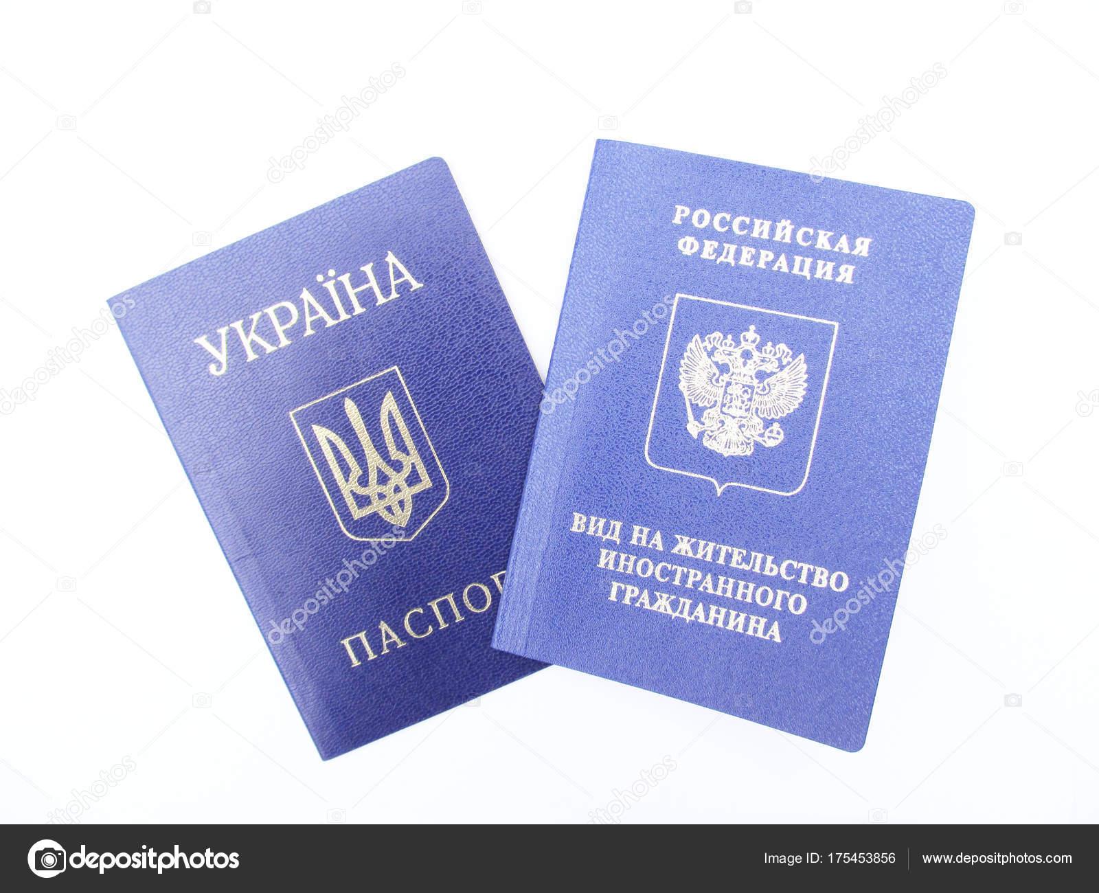 Passaporto ucraino e russo permessi di soggiorno — Foto Stock ...
