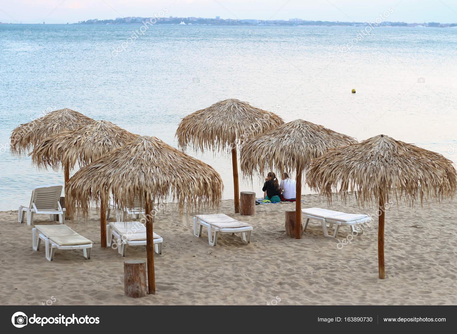 Strandkorb am meer wallpaper  Urlaub Ferien Hintergrund Wallpaper - zwei Strand Liegestühle unter ...