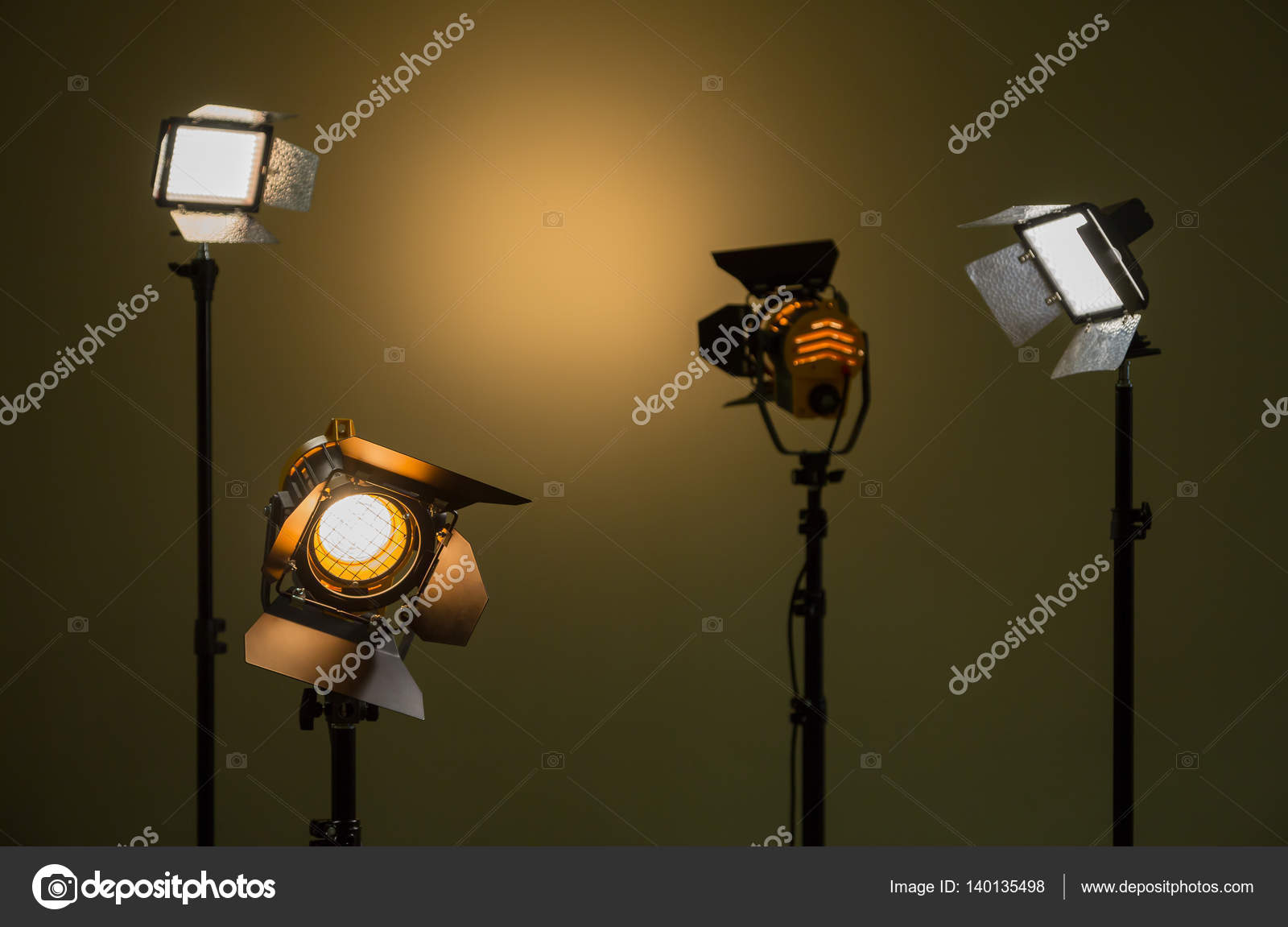 Lampade alogene e luci a led faretti con lenti di fresnel