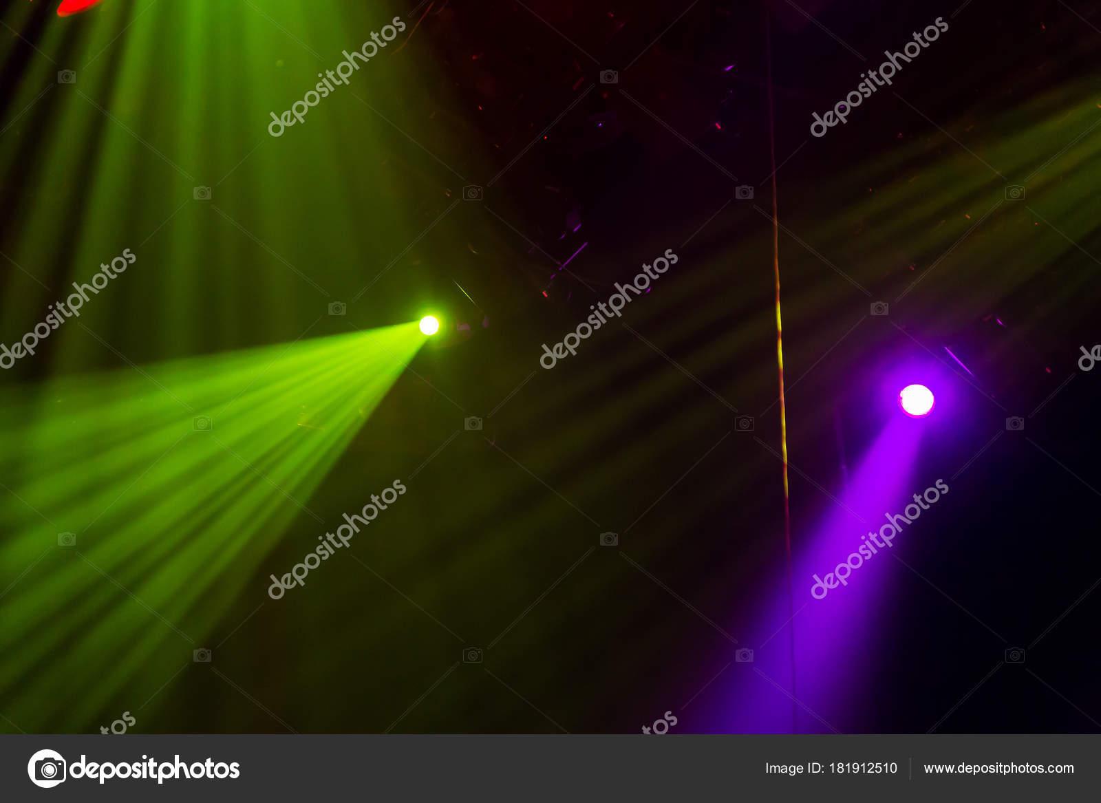 Apparecchiature illuminazione sul palco una teatro una sala