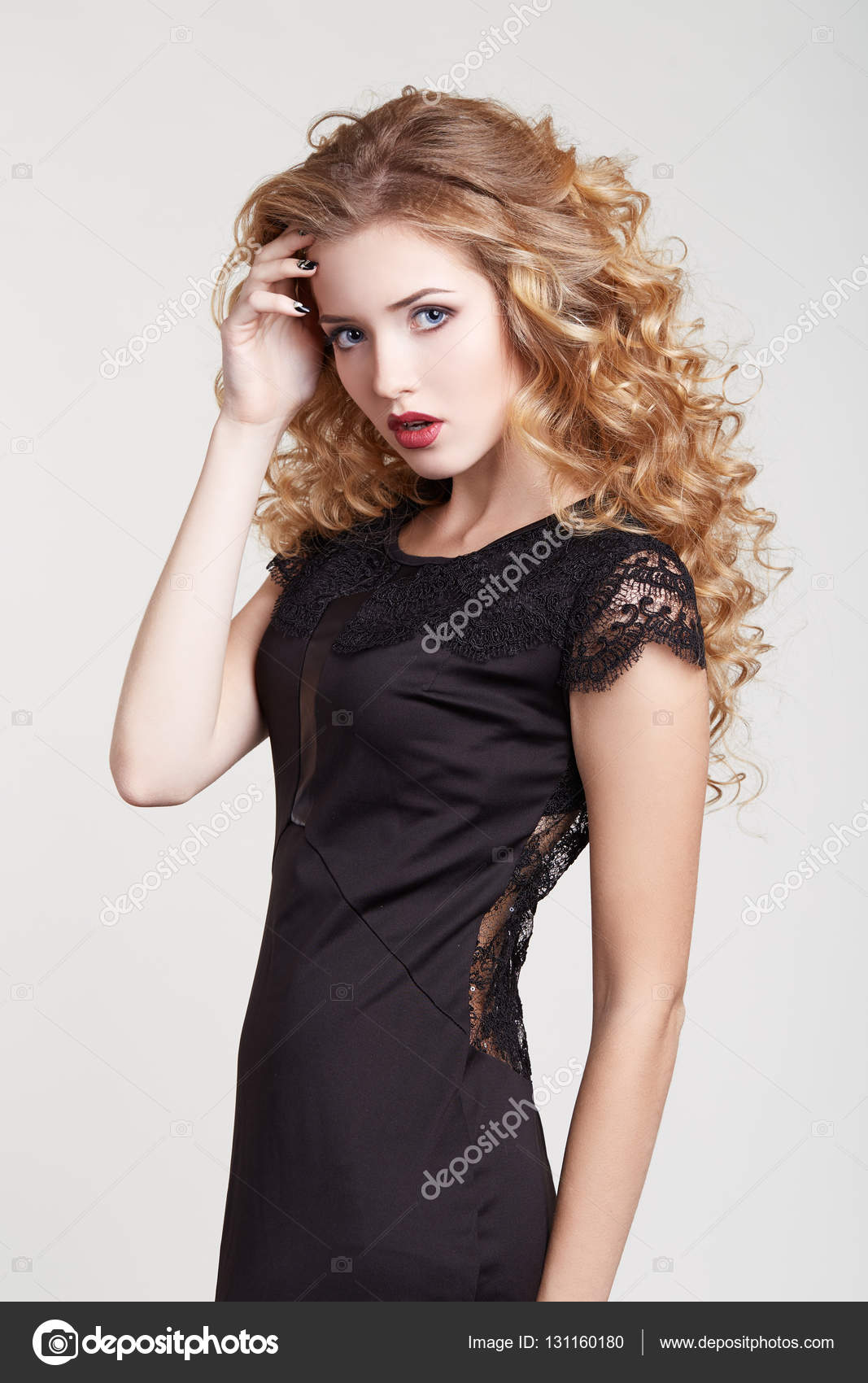 Vestido negro corte u