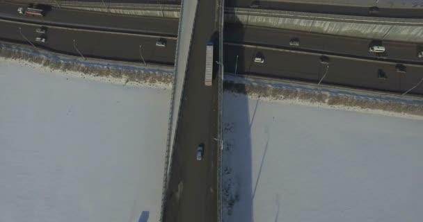 Silnice a auta v zimě letecké video