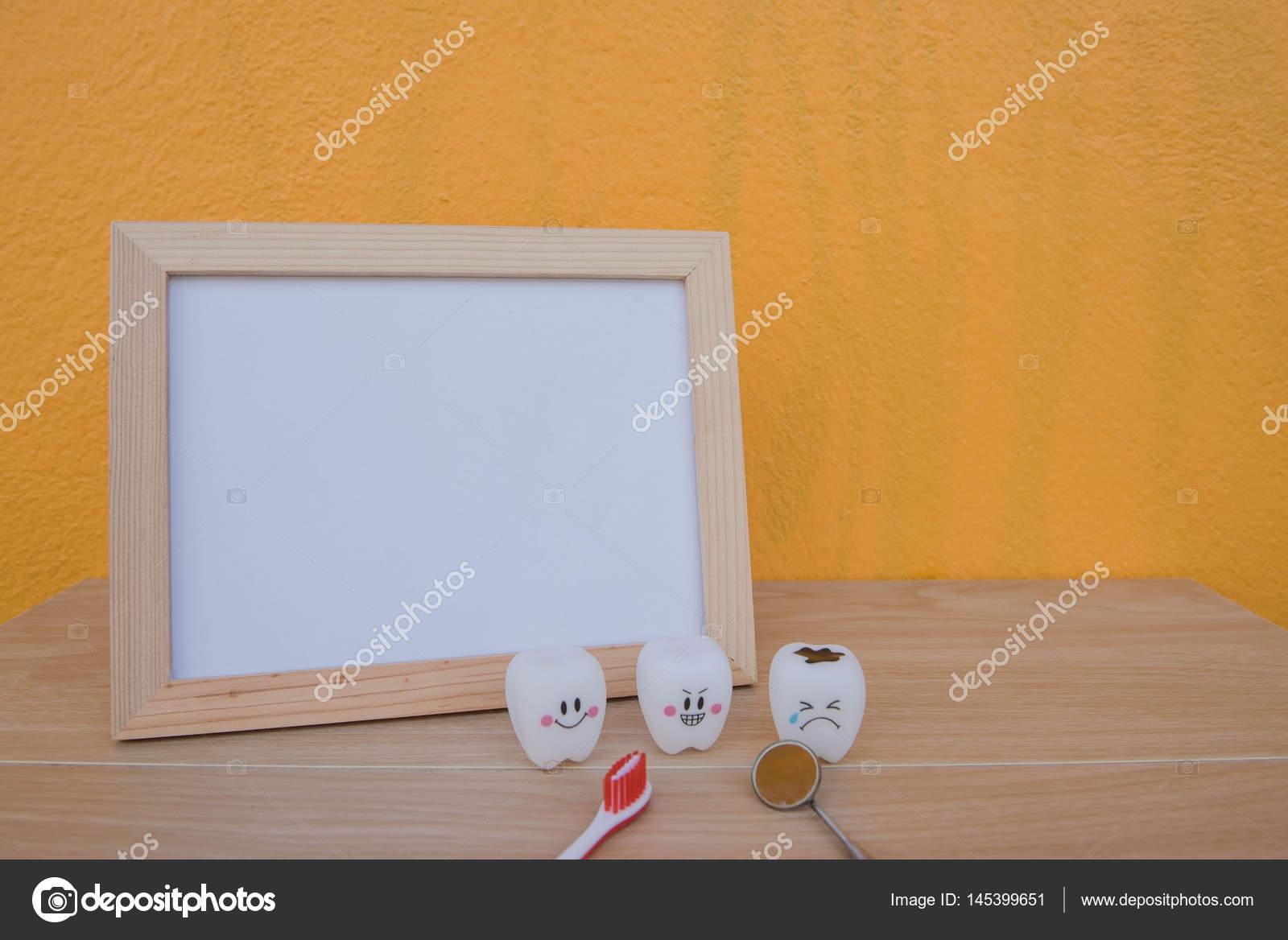 Foto Rahmen und Modell Spielzeug Zähne in der Zahnmedizin auf einem ...