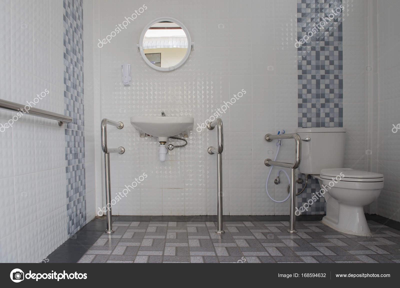interieur van de moderne wc pot in de badkamer stockfoto