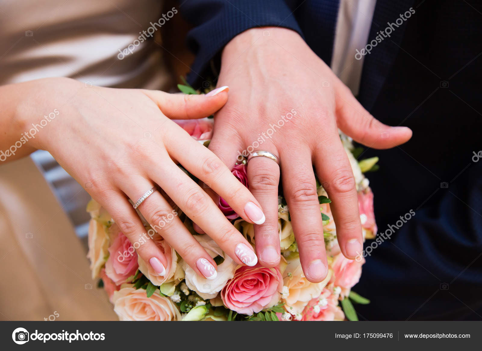 Bride Groom Hands Wedding Rings Beautiful Bridal Bouquet — Stock ...