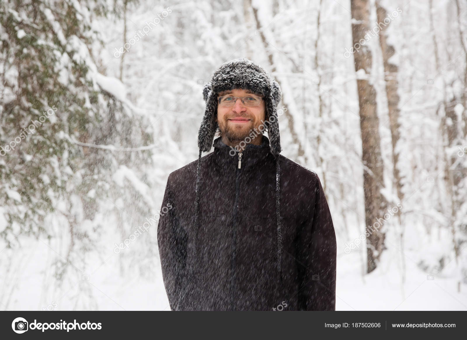 1f11b41763b Man Fur Winter Hat Ear Flaps Smiling Portrait Extreme Forest — Stock Photo