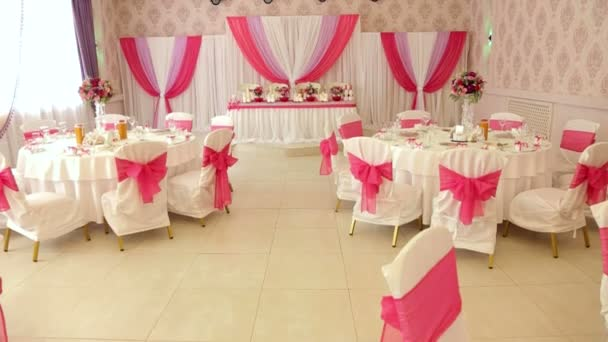 schöner Bankettsaal für die Hochzeit. Hochzeitsdekor.