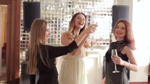 Видео про красивых девок