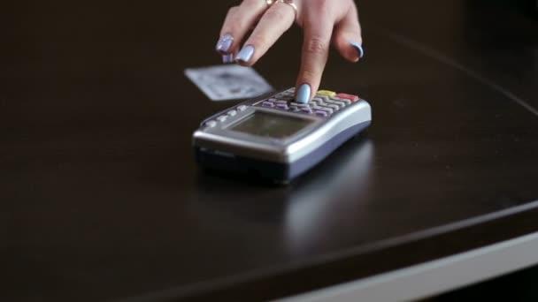 Platba kreditní kartou, nakupovat a prodávat produkty a služby