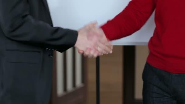 closeup obchodní handshake.