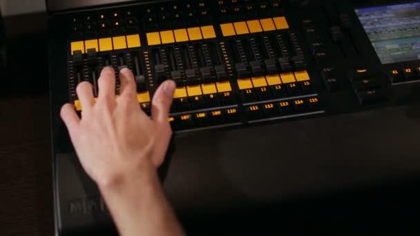 Strutture mobili di controllo remoto sul palco