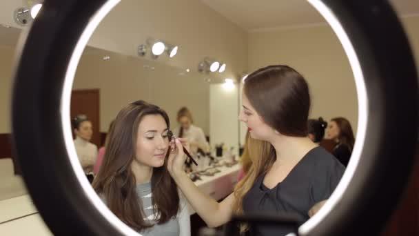 Stylista je profesionální make-up pro ženy