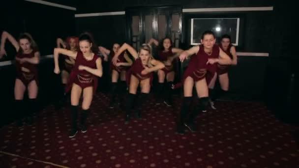 Skupina horké holky tanec twerk