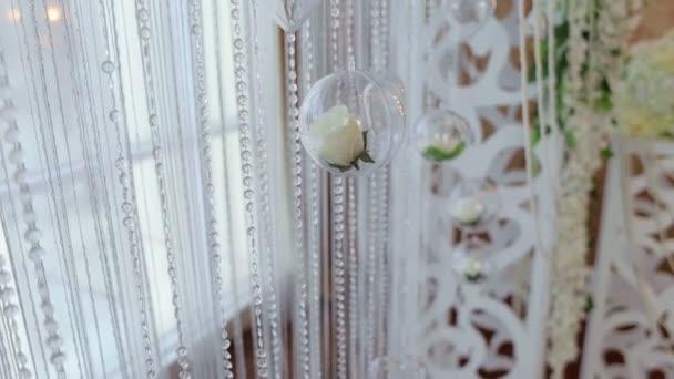 Arredamento bellissimo matrimonio alla cerimonia, close-up.