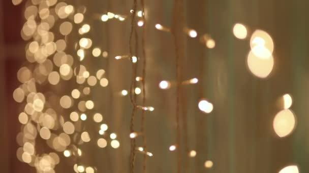 Guirlanda De Natal Com Luzes Douradas Close Up Vídeo De Stock