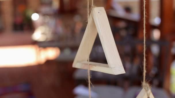 Holzerne Dreieck An Einem Seil In Die Hochzeit Dekoration