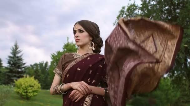 Porträt eines schönen Mädchens in indischen Kleid