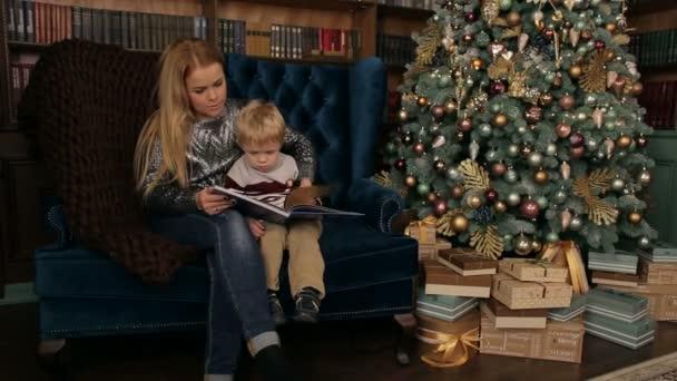 Anya fia karácsonyi könyv olvasó