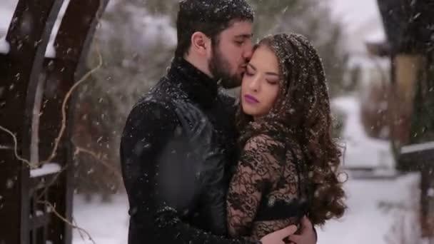 Matrimonio In Nero : Sposa in un vestito nero. matrimonio gotico. inverno u2014 video stock