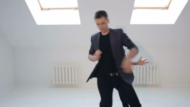 Junge Paare tanzen Salsa in der Dance hall