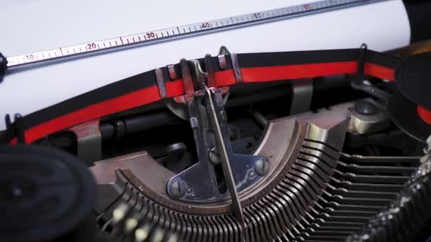 kapitola na papíře ve starém psacím stroji