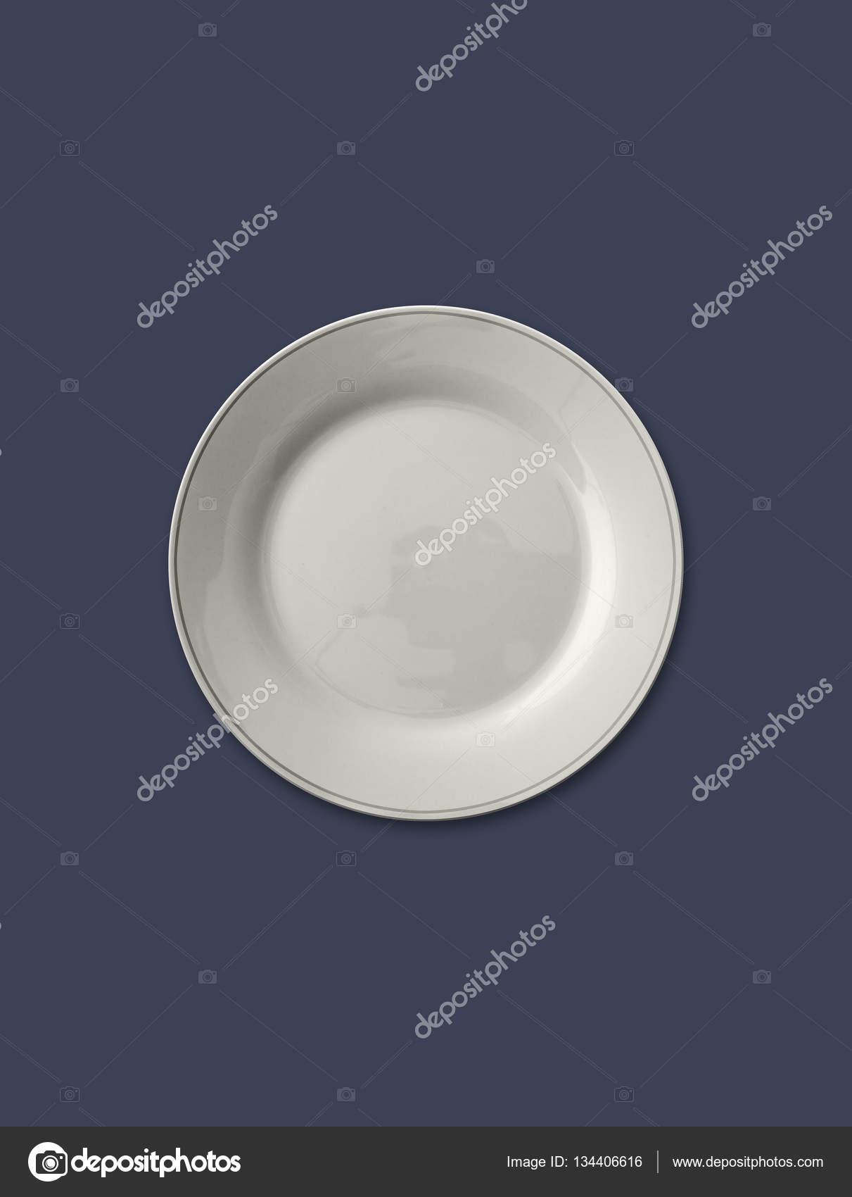 assiette vide isolé sur fond de couleur bleu gris — photographie