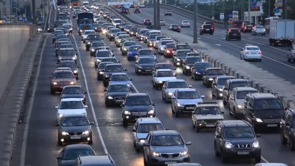 dopravní zácpa ve městě