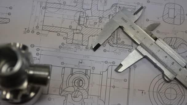 technické nástroje na plán