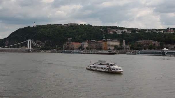 Magyar építészet a Duna