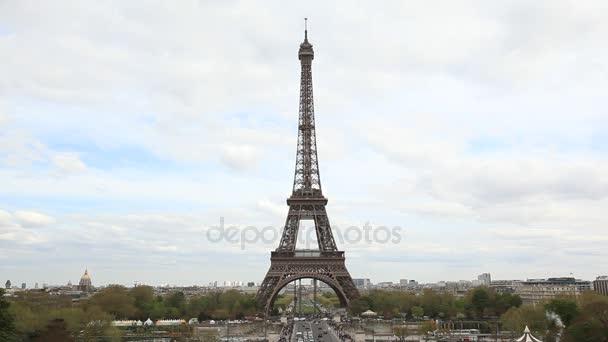 Eiffelova věž ve dne