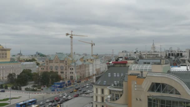 Letecký pohled na pouliční dopravy v Moskvě