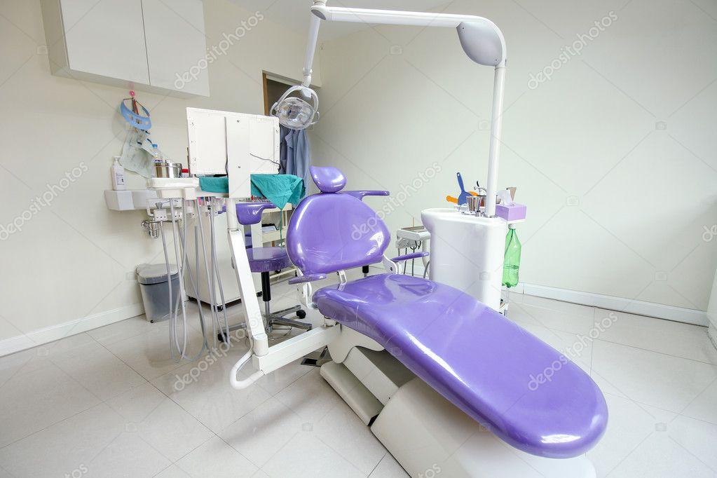 Moderne tandarts stoel in een medische kamer stockfoto 125496714 - In een kamer ...