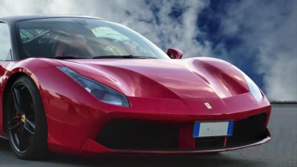 Řím, Itálie - 24. června 2018: Krásná frontová linie luxusního sportovního červeného vozu značky Ferrari s modelem Ferrari 488 Gtb s pozadím mraků v čase