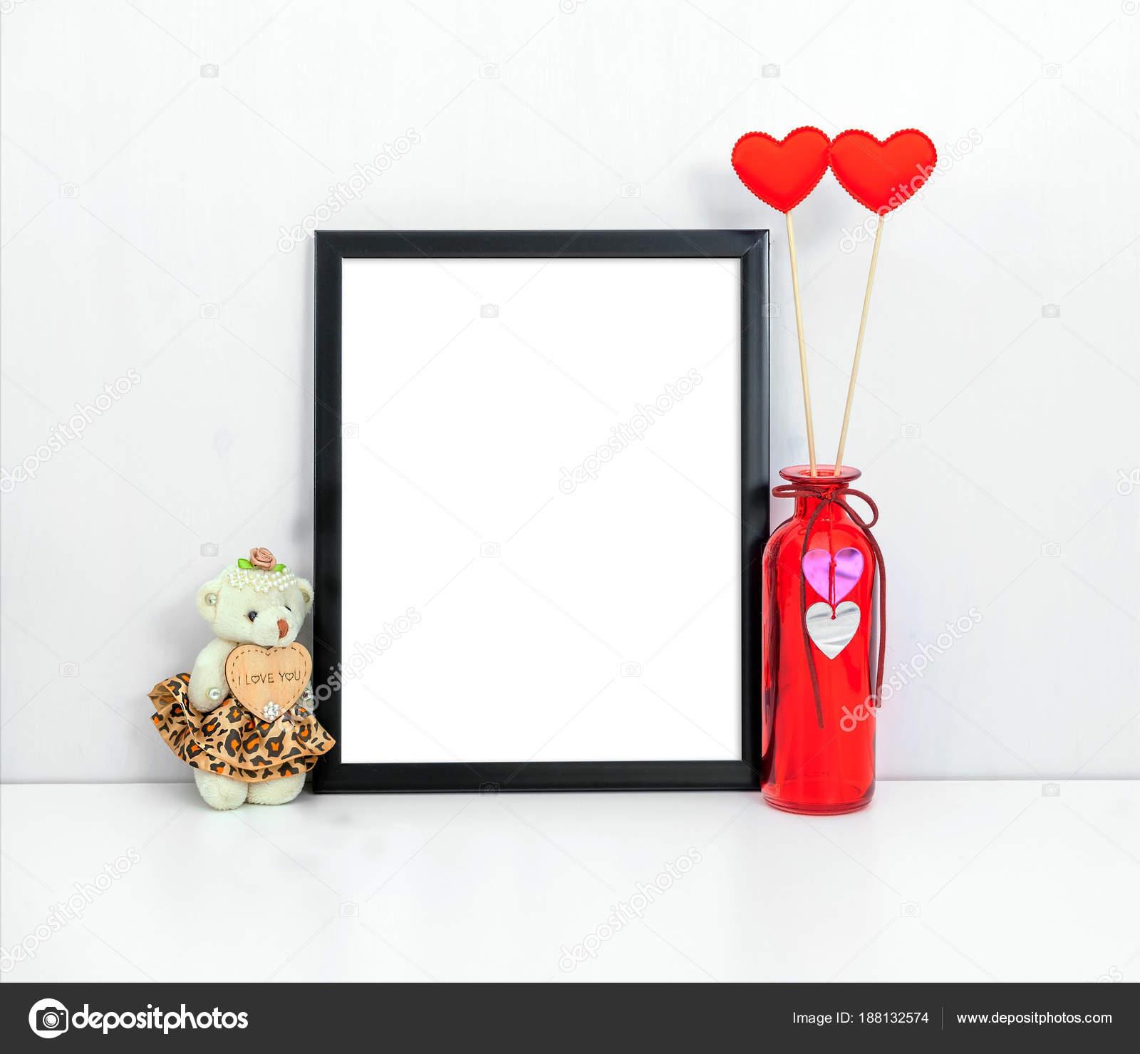 maqueta de marco negro fino de 8 x 10 con un florero rojo y juguete ...