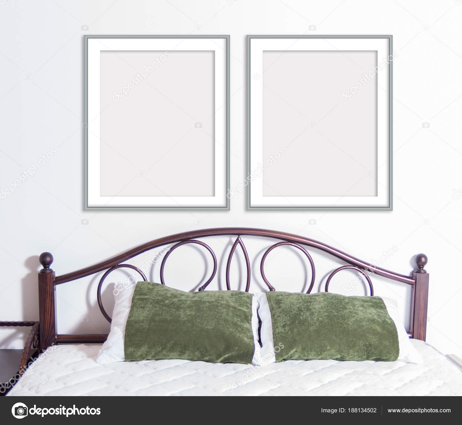 Maqueta del estrecho marco 8 x 10 en la pared en el interior — Foto ...