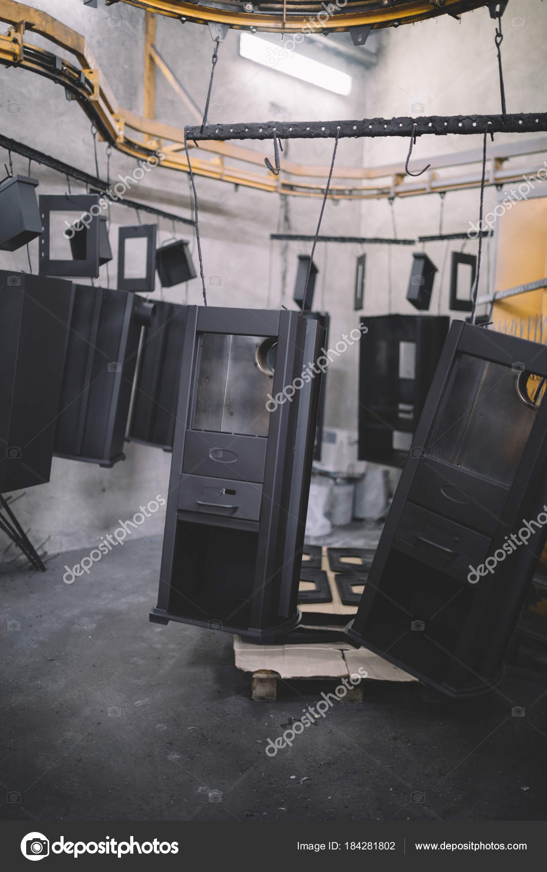 https://st3.depositphotos.com/9378882/18428/i/1600/depositphotos_184281802-stock-photo-metallurgy-industry-interior-details-factory.jpg
