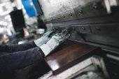 Fotografie Hutní průmysl. Továrna na výrobu těžkých pelety kamna a kotle. Extrémně tmavých podmínkách a viditelný šum