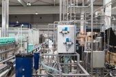 Fotografie Abfüllanlage - Wasser Abfüllanlage für die Verarbeitung und Abfüllung reines stilles Mineralwasser in Flaschen