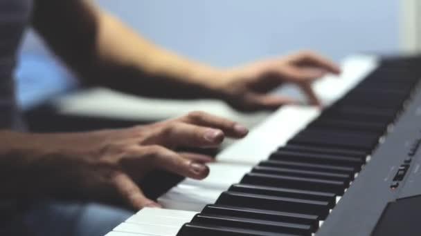 Zongorázni. Zár-megjelöl kilátás