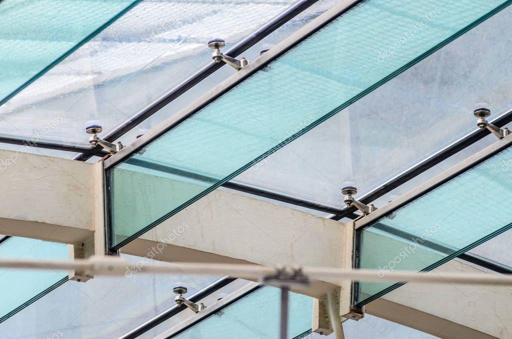 Cubierta vidrio en ingles la fijaci n de la cubierta de cristal a las vigas de vidrio foto - Cubierta de cristal ...