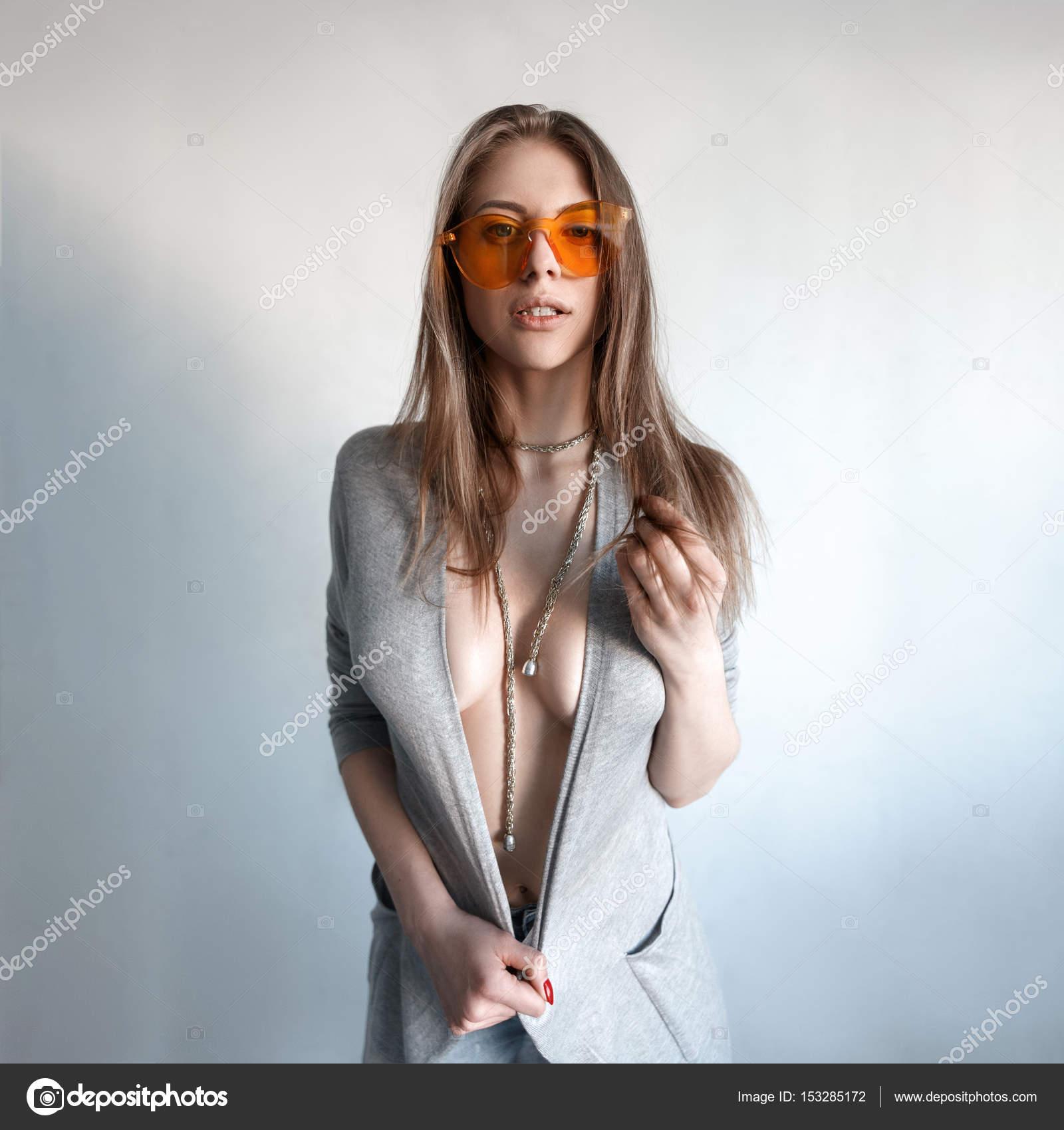 Очки девушка сексуально