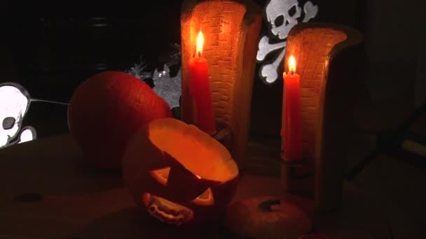Denti di vampiro sanguinario in bocca di halloween Jack O  Lantern, sequenza di montaggio