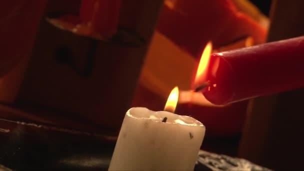Fusione cera rossa su bianco candela, candele intimidatorie sanguinosa